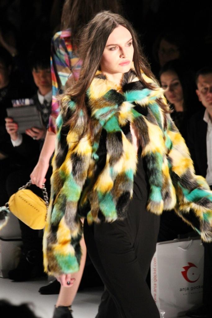 Einer der Trends der A/W Saison: Fake-Fur, hier mit knalligen Akzenten