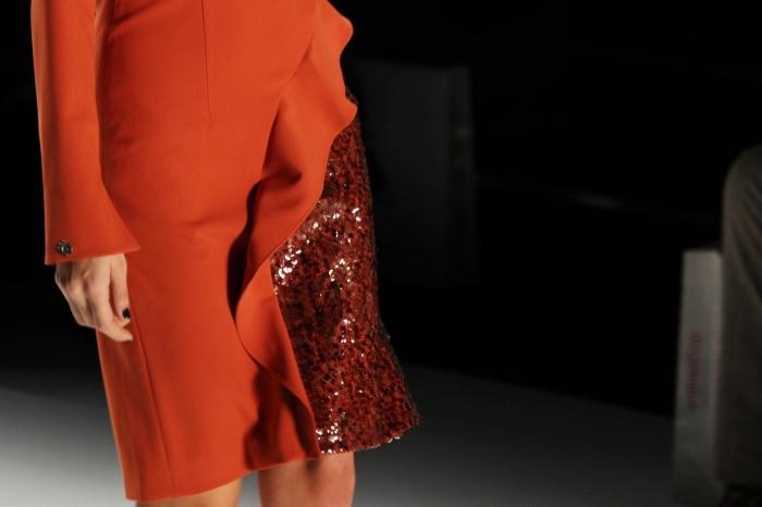 Pailettendetails an Kleider und Hosen