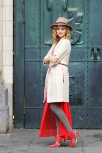 Streetstyle aroung the world Milano - Red dress, hat, long blazer, hat 3