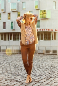 Des Belles Choses - When the sun goes down - Seidensticker Bluse, Zara suede trousers, Boho vibes 2