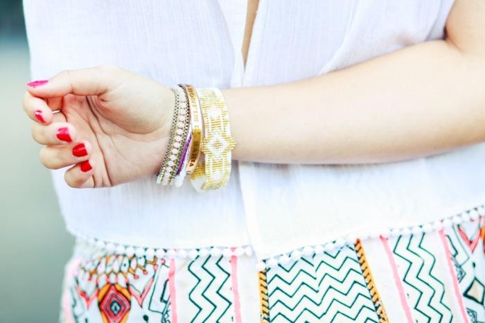 Des Belles Choses-Birkenstock Jakrta, Azteken-Shorts, weißes Spitzenshirt 12