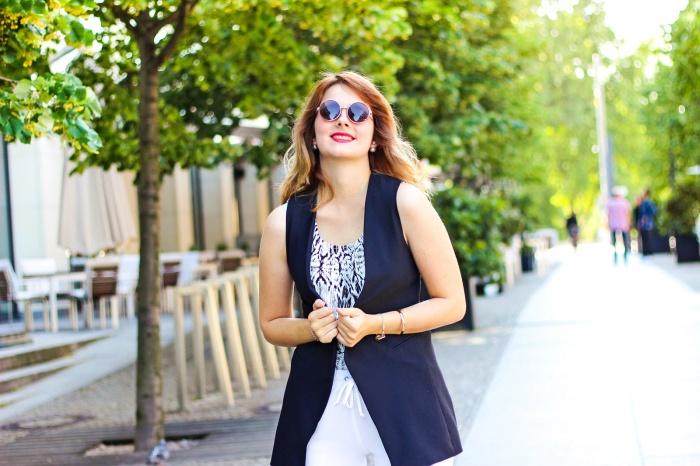desbelleschoses-schwarz-weiß-look-auf-der-fashion-week-berlin-weiße-joggingpants-high-heels-peter-kaiser-retro-sonnenbrille 3