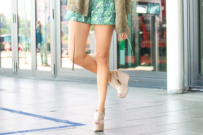 desbelleschoses-summer-look-trend-palmenprint-jumpsuit-khaki 2