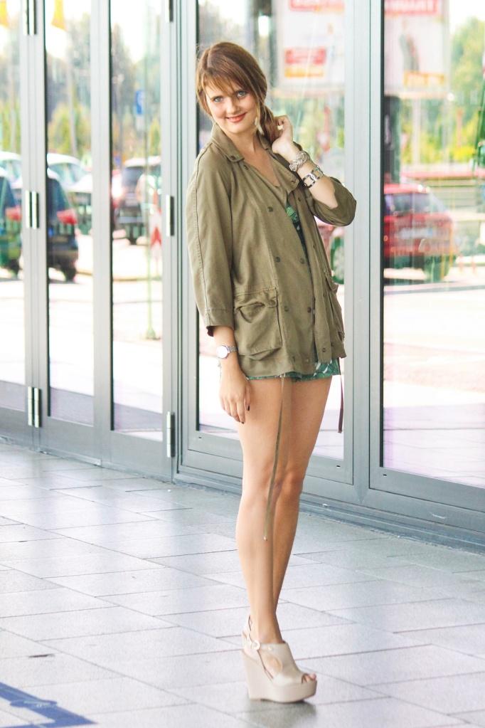 desbelleschoses-summer-look-trend-palmenprint-jumpsuit-khaki 9